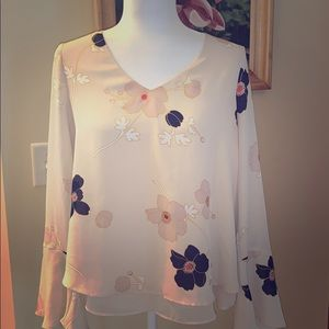Floral bell sleeve LC blouse. Medium